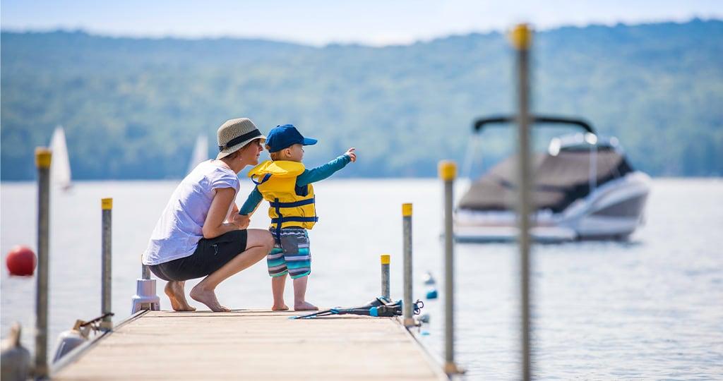 Gehe mit neuen Karten zurück aufs Boot und stich sorgenfreier in See